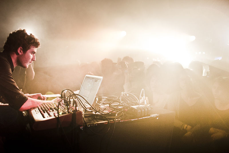 800px-Nicolas_Jaar_live_at_Rex_Club_Paris.jpg